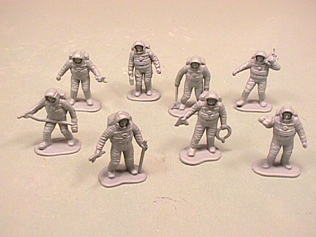 Astronauts Set Of 50 Spacemen Plastic Figures