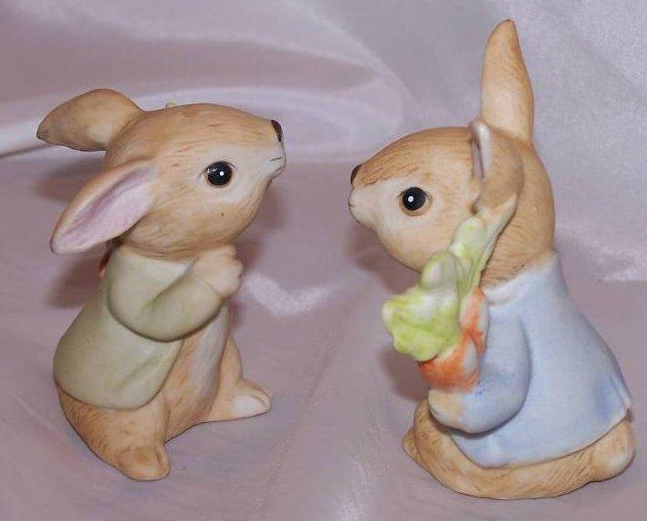 Bunny Rabbit w Carrots Figurines