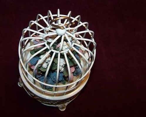 Image 3 of San Francisco Music Box Birdcage w Flower Bouquet