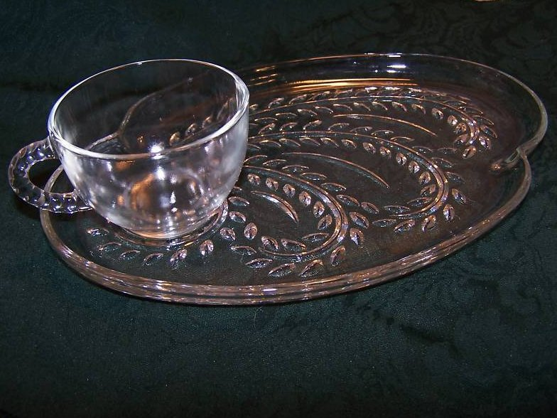 Snack Plate, Teacup, Federal Glass, Homestead Leaf Pattern