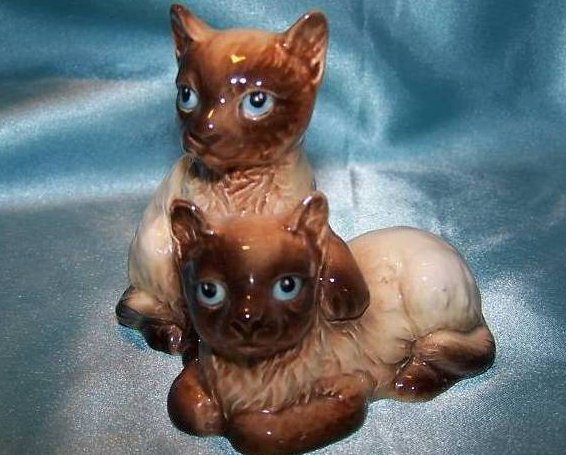 Goeble Cats Cuddling Dark Siamese Kitten Cats Figurine