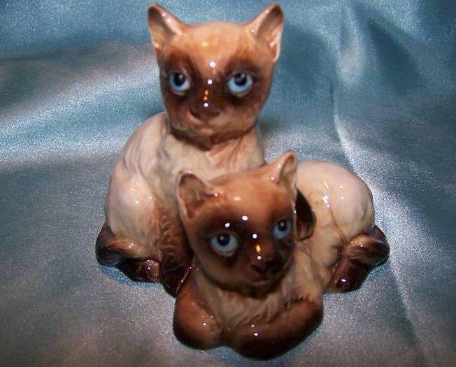 Goebel Cats Cuddling Light Siamese Kitten Cat Figurine