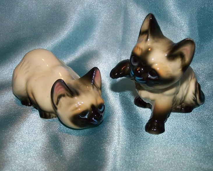 2 Playful Siamese Kitten Cats, Enesco Figurine
