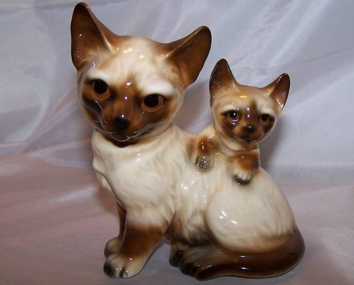 Siamese Mother Cat and Kitten Kitty Figurine