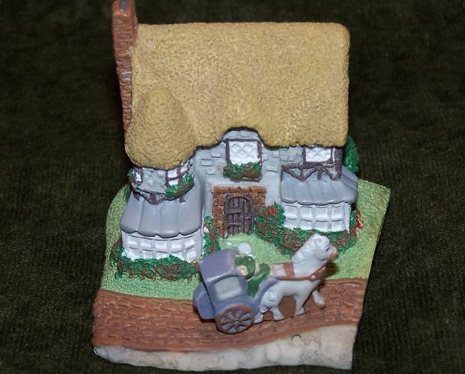Easter Bunny Trail Cottage w Horse Carriage Bunny, Avon