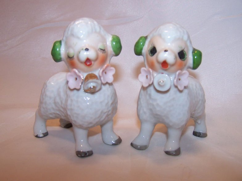 Happy Lamb, Sheep Pair with Flowers, Japan Japanese