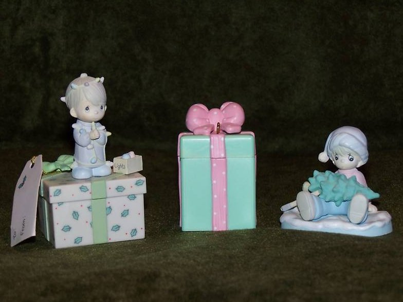Image 0 of Precious Moments Christmas Gifts Decorations, Miniature