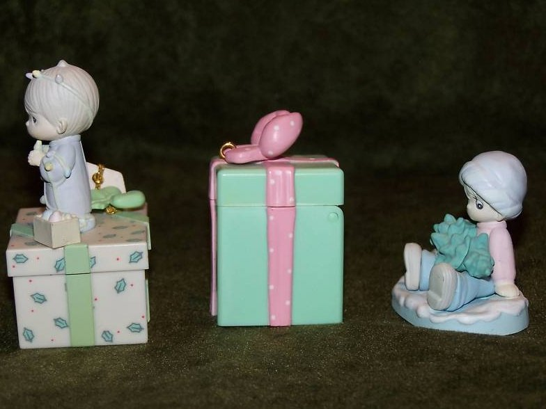 Image 1 of Precious Moments Christmas Gifts Decorations, Miniature