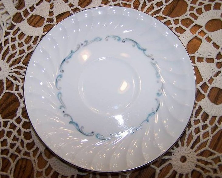 Image 2 of Celebrity Evening Tide 6  Piece Plate, Cup Place Setting