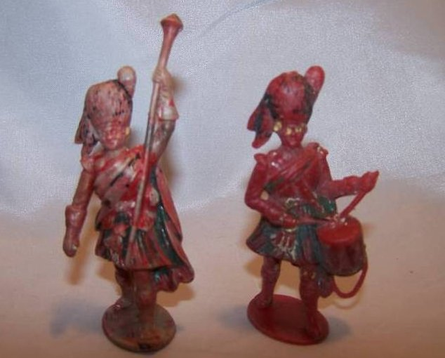 Image 0 of Two Toy Plastic Scottish Highlanders