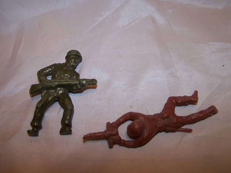 Toy Plastic Soldiers, One Green, One Brown, w Guns