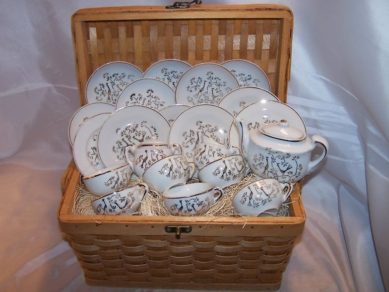 Childs 24 Piece Tea Set with Basket, Japan