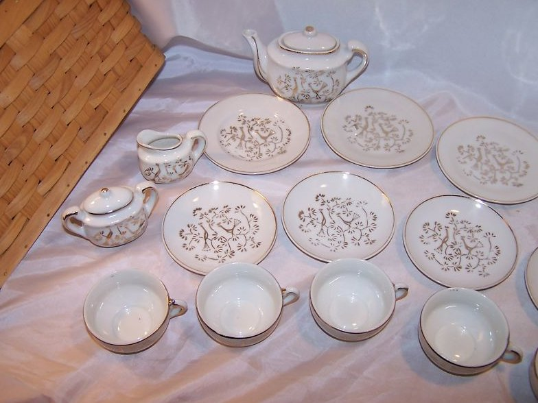 Image 4 of Childs 24 Piece Tea Set with Basket, Japan