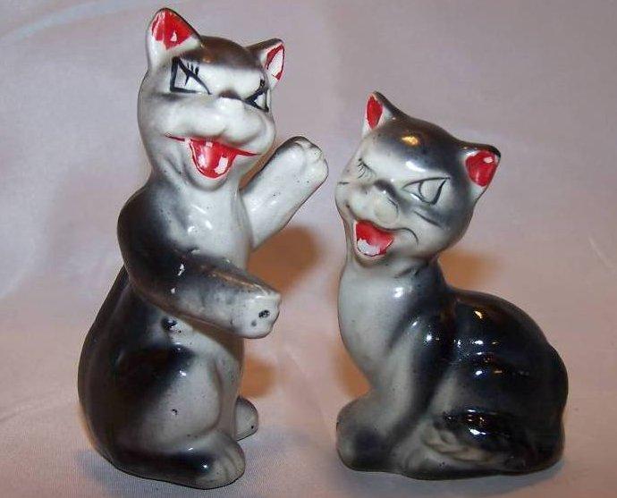 Fighting Cat Kitten Salt and Pepper Shakers Shaker, Japan
