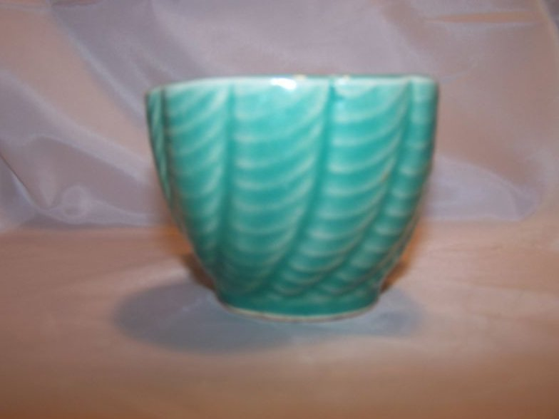Image 1 of RRP Co. Roseville Pottery Planter, 1208-6 USA