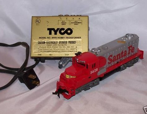 Tyco Santa Fe Electric Train Engine and Tyco Power Pack