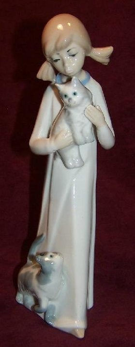 CasAdes Girl with Cat, Kitten, Fine Porcelain, Spain