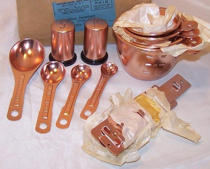 NIB Kitchen Measuring Set, Salt, Pepper, Lipton Soup Promo