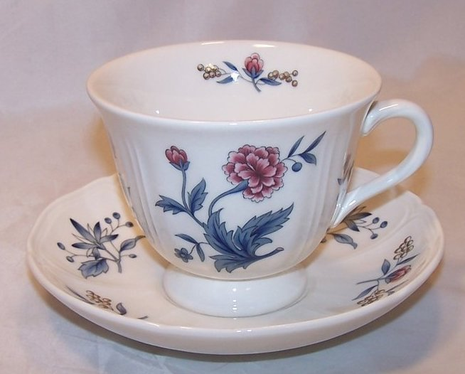 Wedgwood Williamsburg Potpourri Teacup, Saucer England NK510