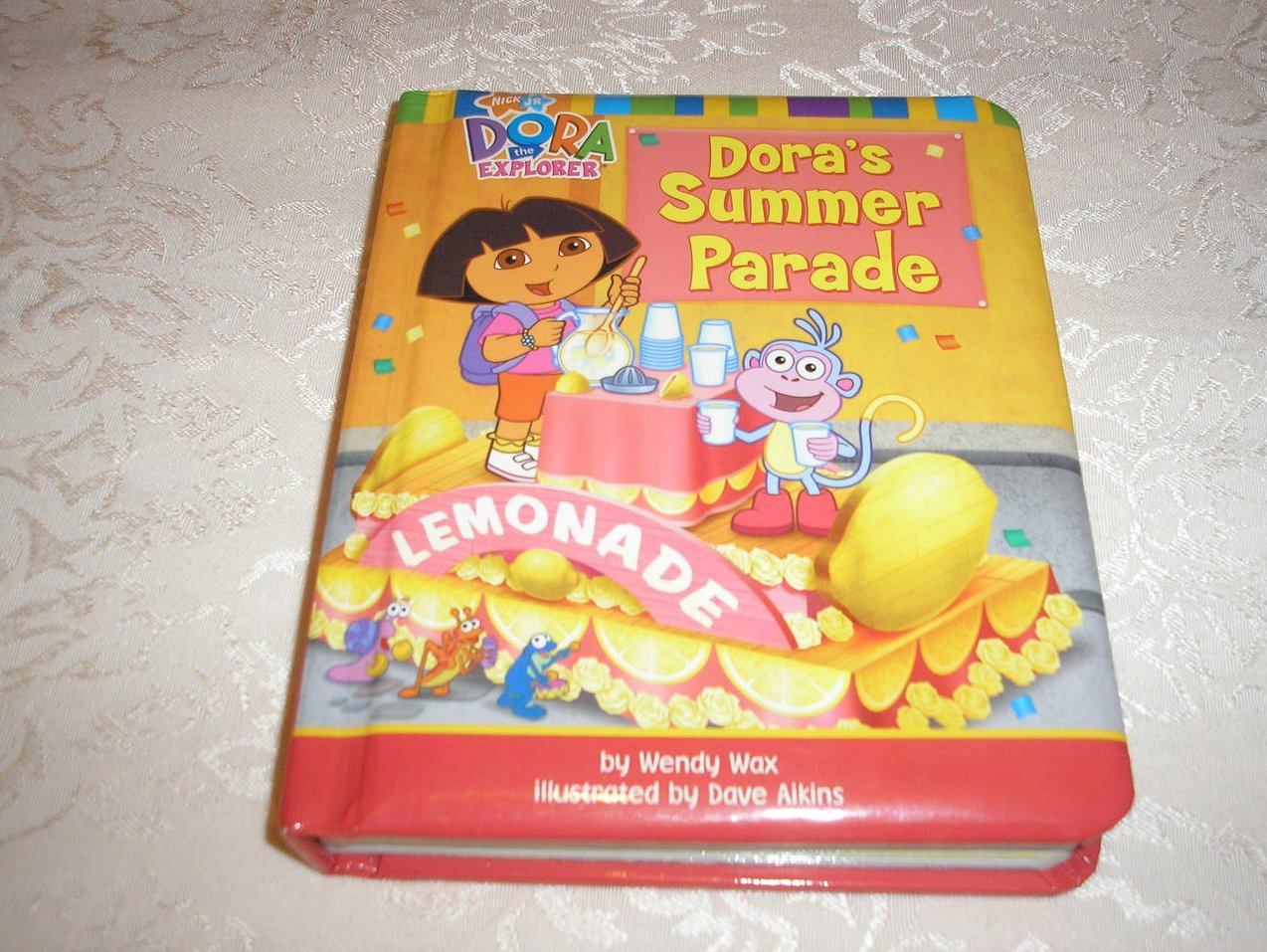 Dora's Summer Parade Wendy Wax very good board book