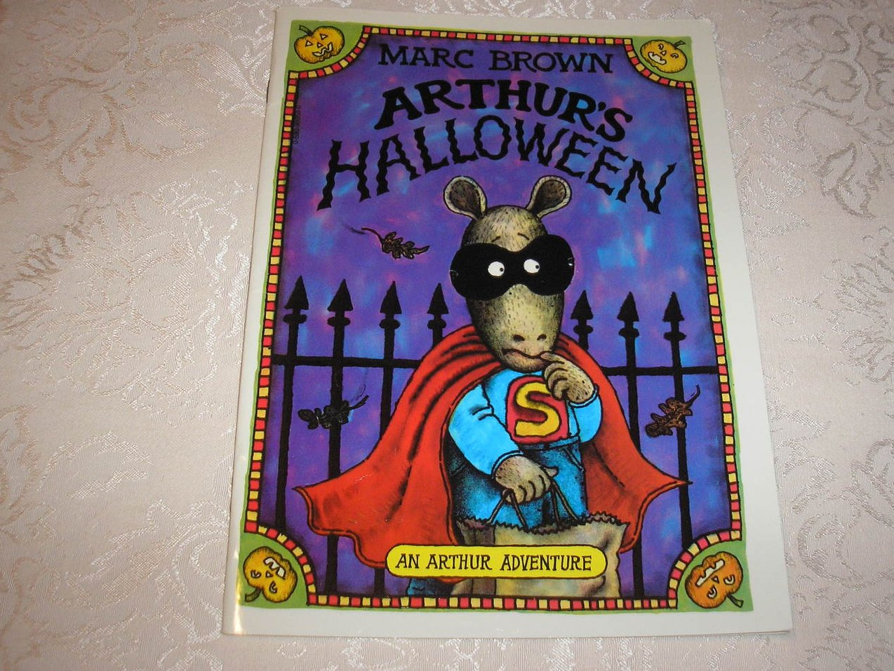 Arthur's Halloween Marc Brown very good, rare sc