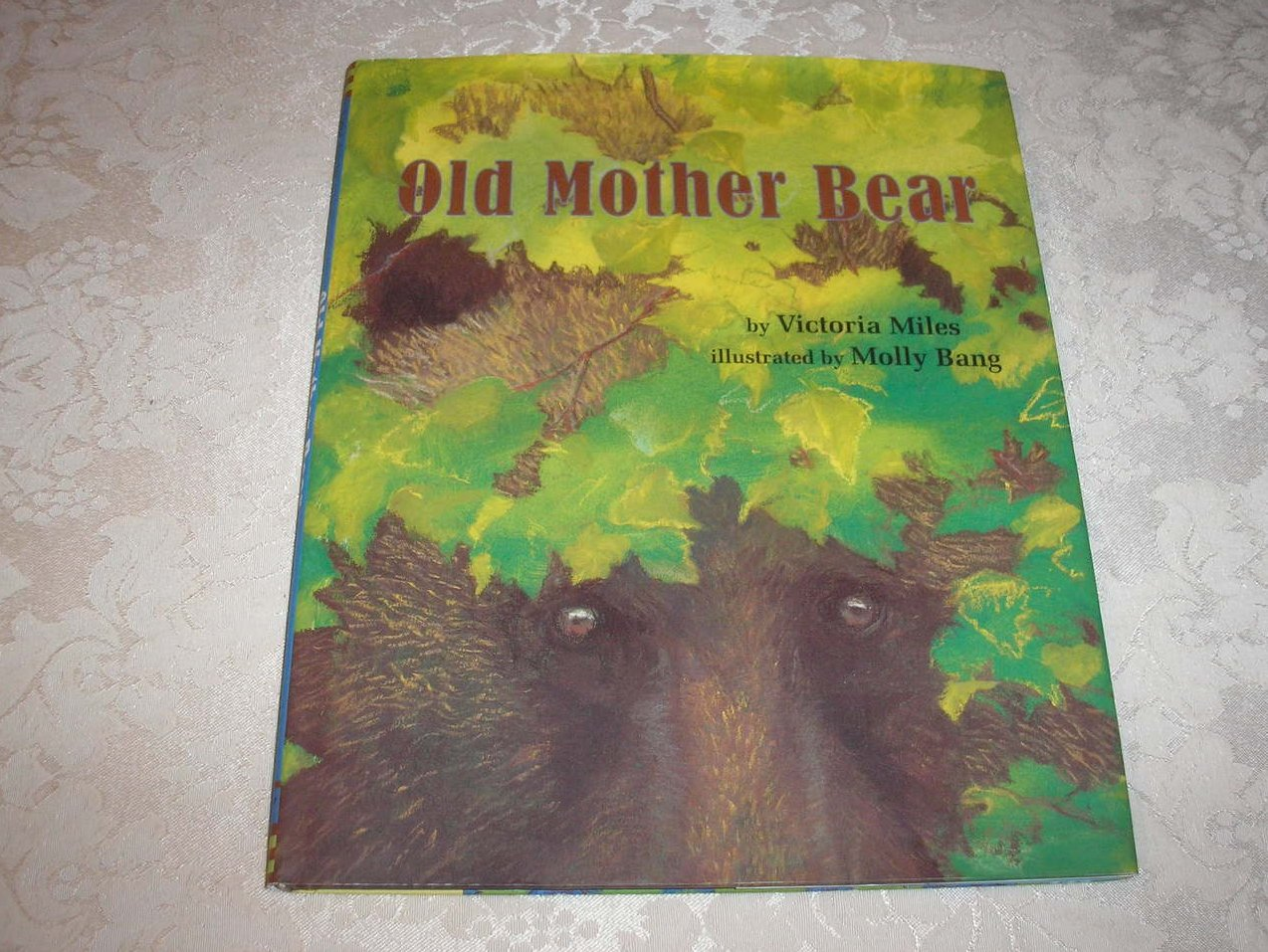 Old Mother Bear Victoria Miles very good hc with dj