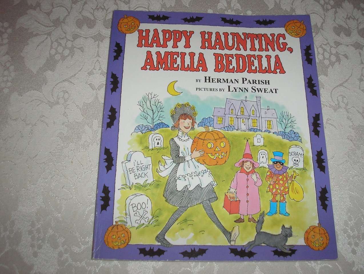 Happy Haunting, Amelia Bedelia Herman Parish good sc