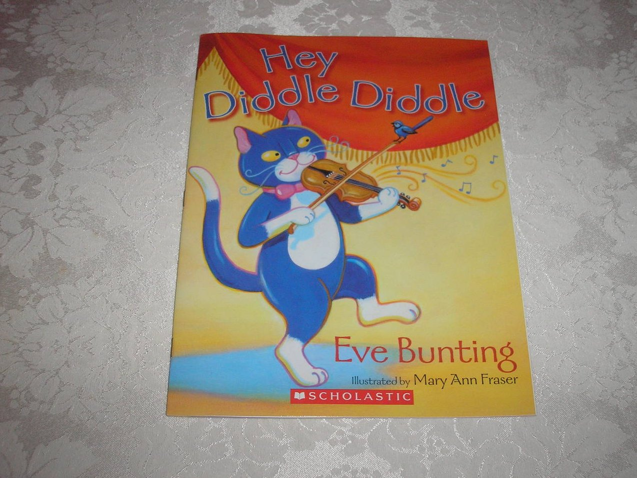 Hey Diddle Diddle Eve Bunting Brand New Softcover