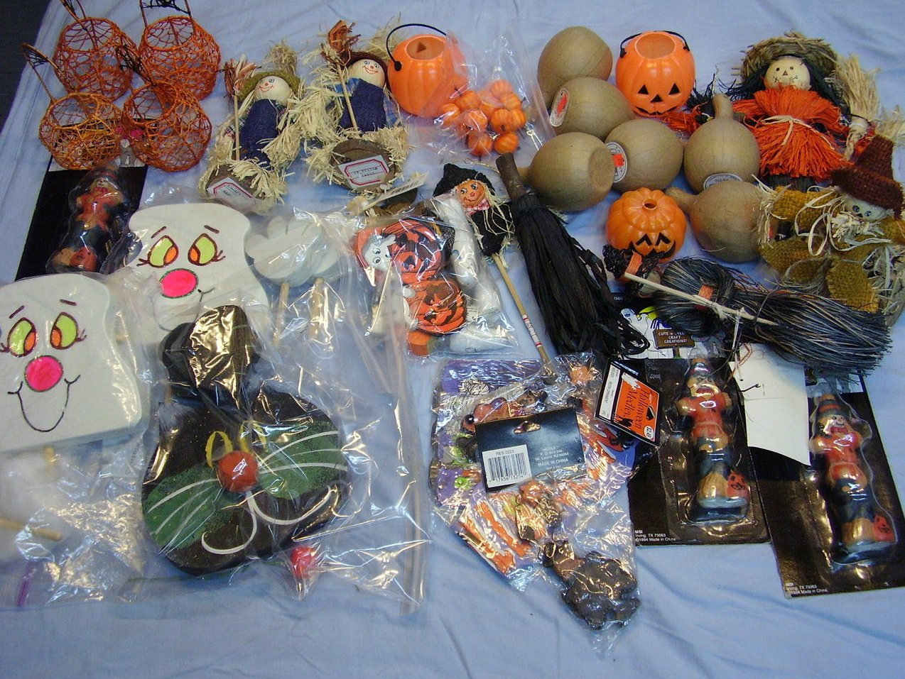 Halloween Crafters Lot Decorations Picks Pumpkin Scarecrows