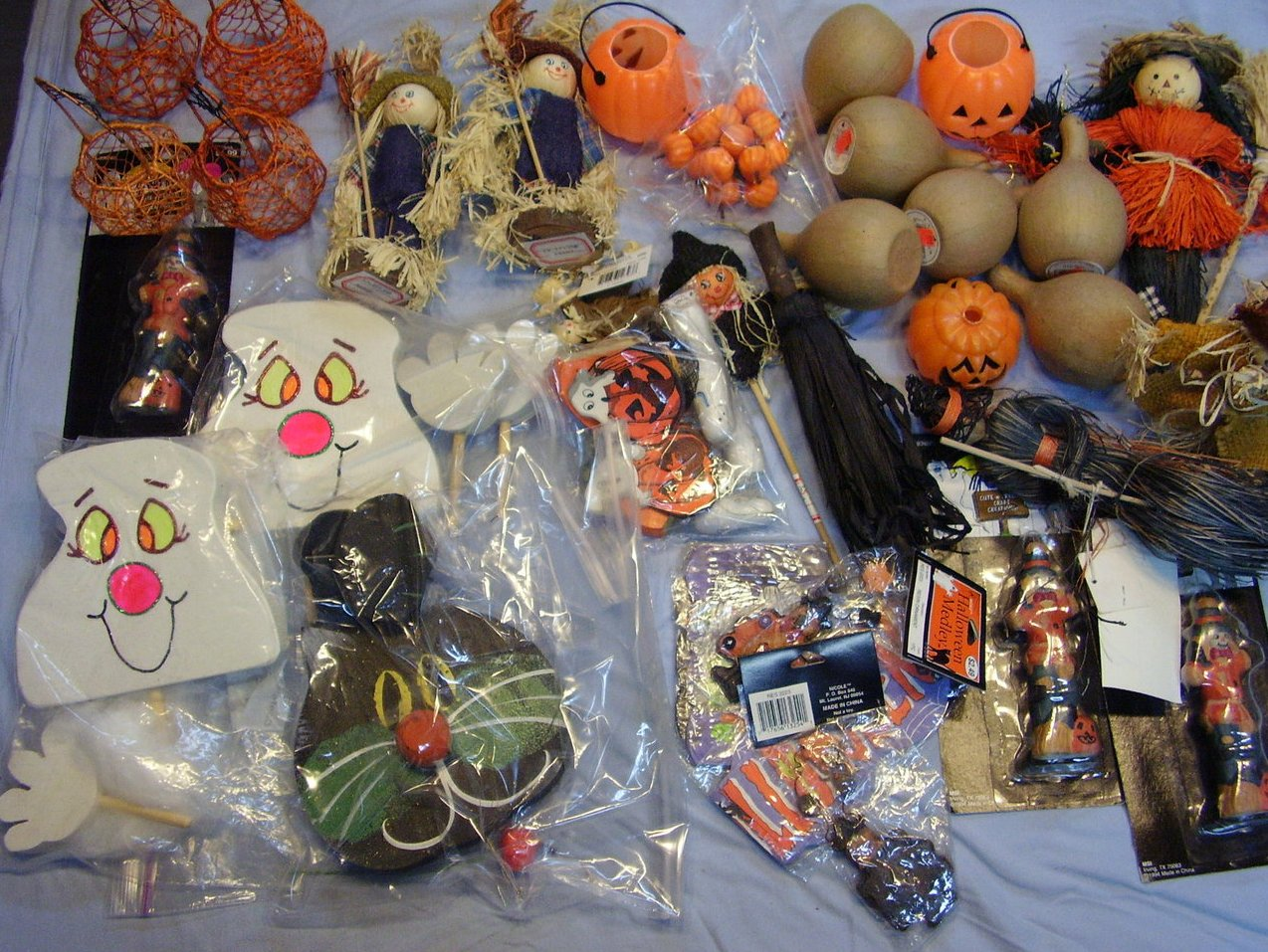 '.Halloween Crafters Lot.'