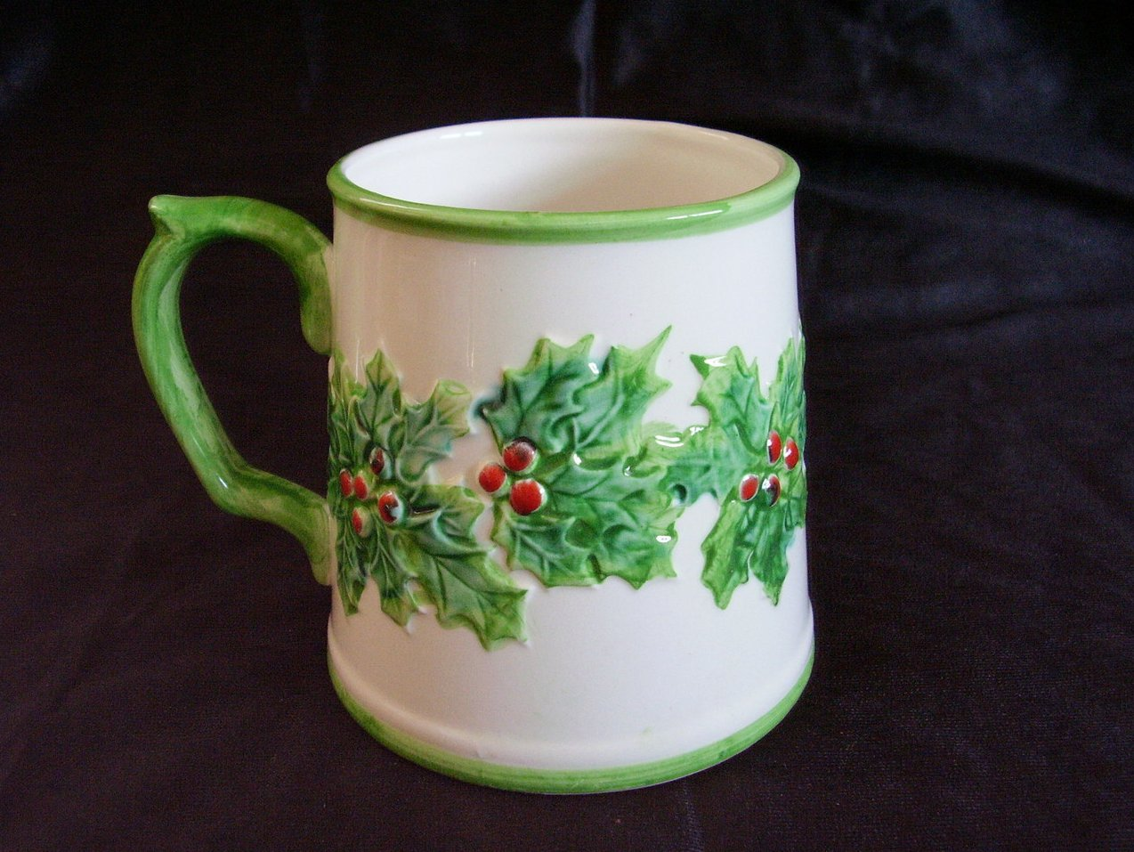 Fitz Floyd Christmas Green Holly Red Berry Mug Hand Painted