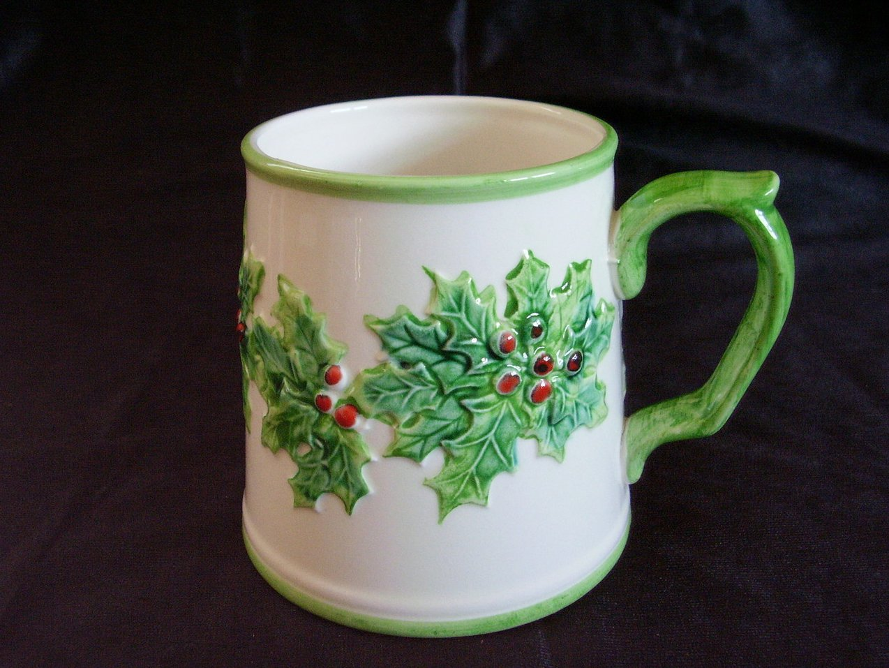 '.Fitz & Floyd Holly Mug.'