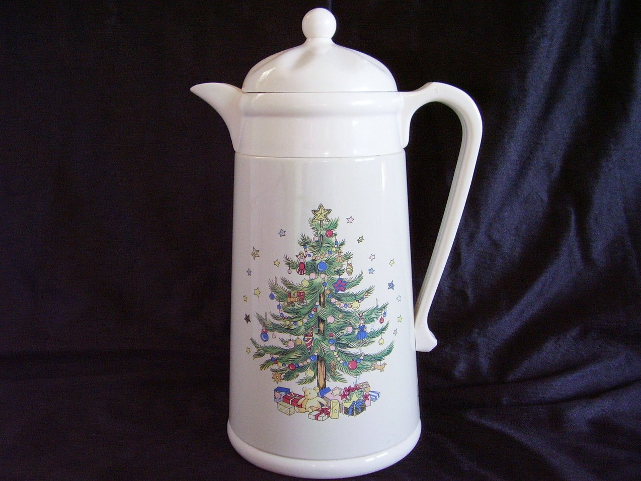 Nikko Ceramics Happy Holiday Thermal Insulated Carafe Christmas Tree