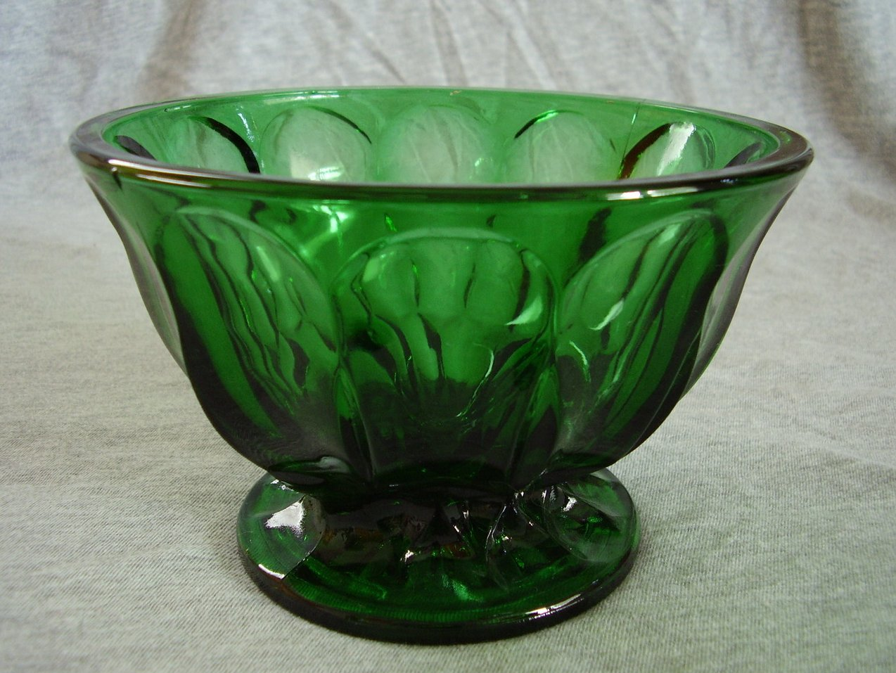 1970s Anchor Hocking Fairfield Bowl Spearmint Green
