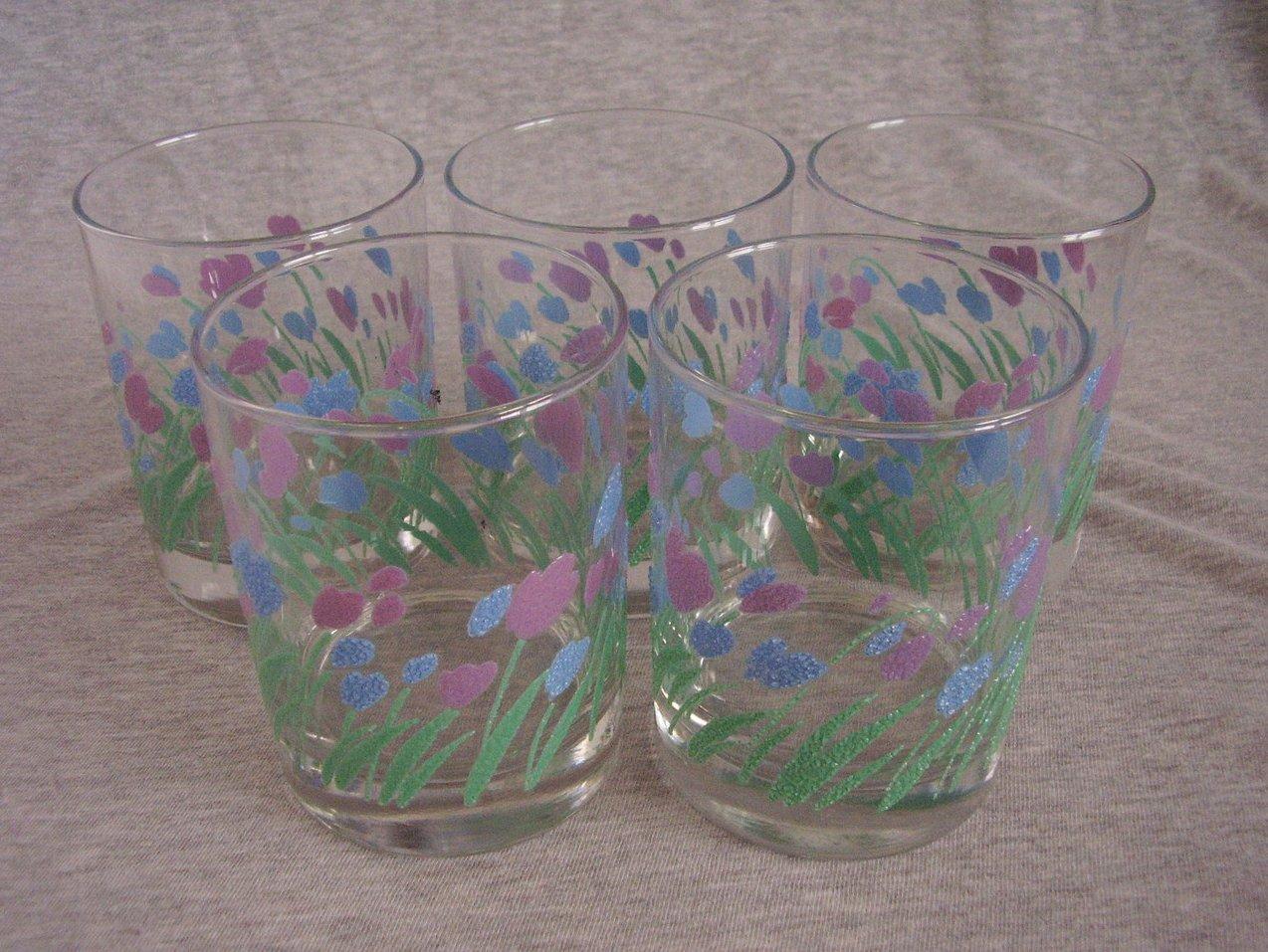 '.Springtime Tulip Rocks Glasses.'