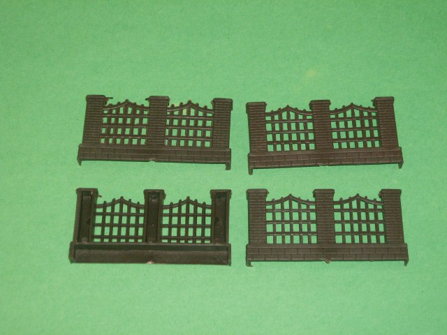 Brick Wall And Fencing Plastic 4 Piece Set