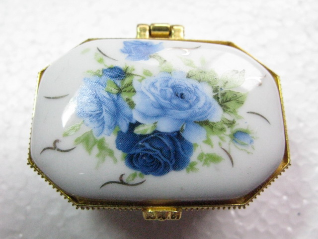 Jewelry box porcelain painted blue white rose floral octagonal