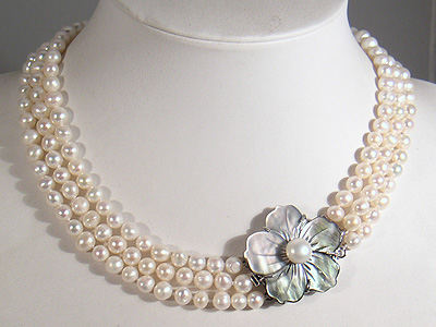White Pearl 3 Rows Flower Cameo Clasp Necklace