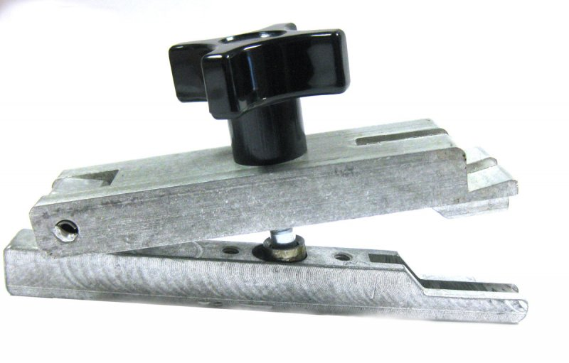 DOOR WEDGE TOOL WITH SLOT