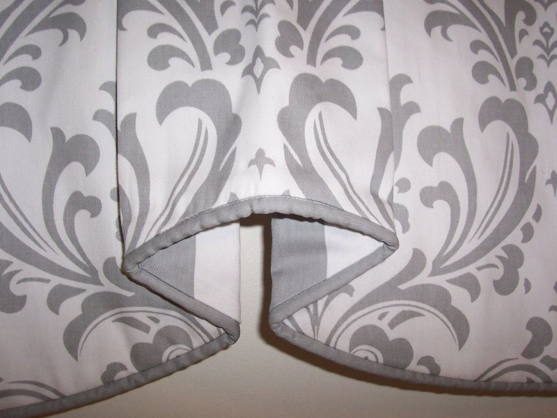Image 1 of Traditions Damask & Stripe Cafe Valance