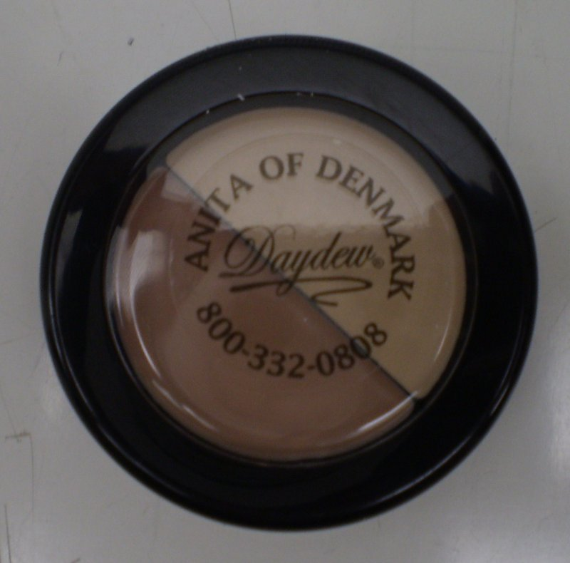 Image 0 of Daydew Touch And Cover Duo 2 In 1 Light Dark Duo