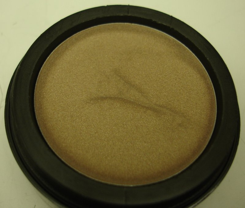 Image 0 of Daydew 3 In One For Lip, Eyes And Cheeks (Shade: Pearl Beige)