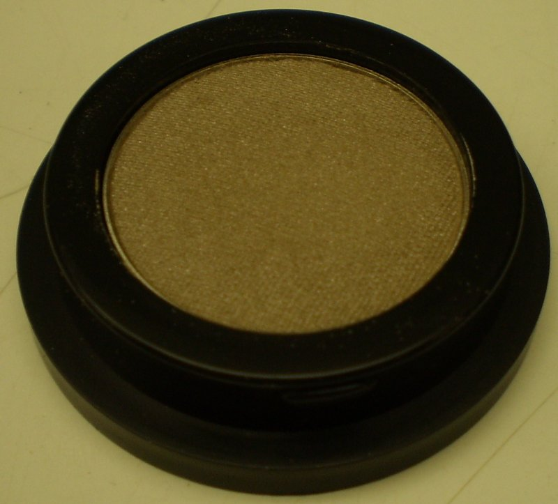 Daydew Mineral Eyeshadow (Shade: Clay Earth)