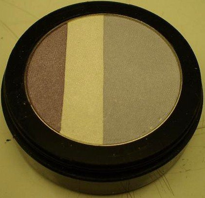 Daydew Matte Triple Split Eyeshadow (Shade: Nuntucket)