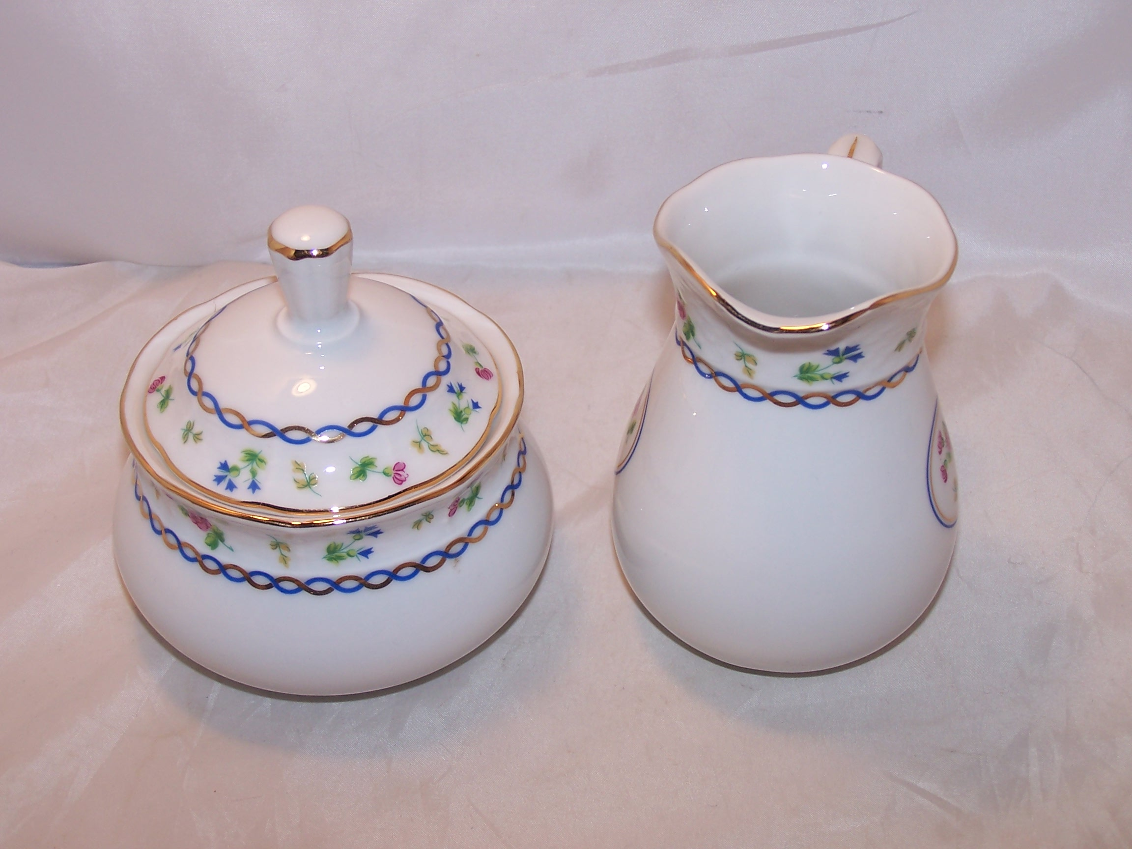 Image 3 of Baum Bros Thun Porcelain Creamer and Sugar, Czechoslovakia