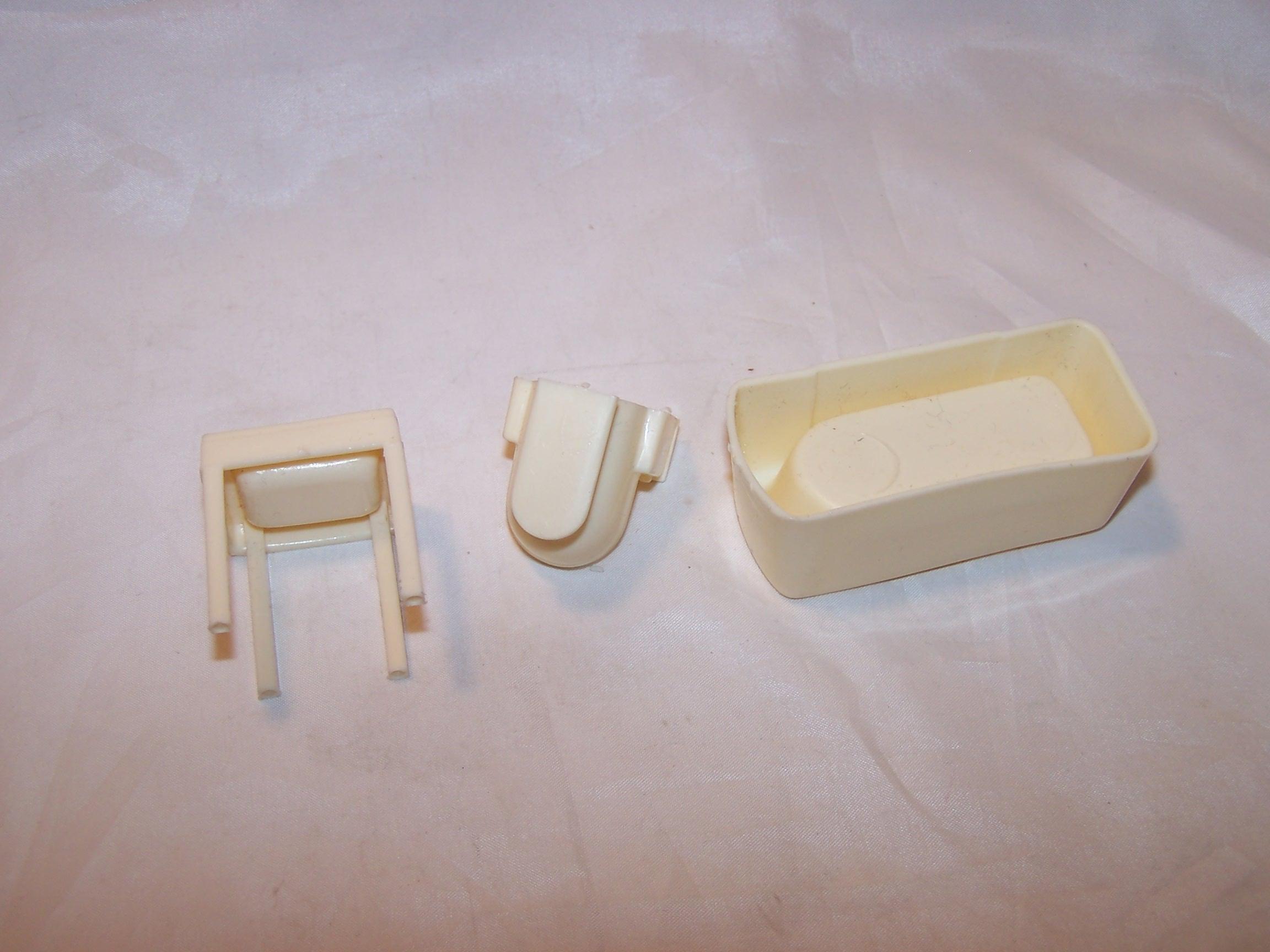Image 3 of Dollhouse Bathroom Fixtures, Plastic, Vintage