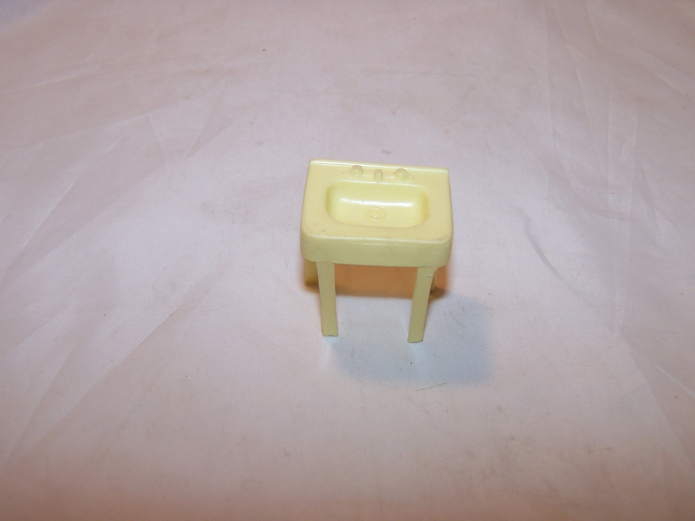 Dollhouse Bathroom Sink, Plastic, Vintage