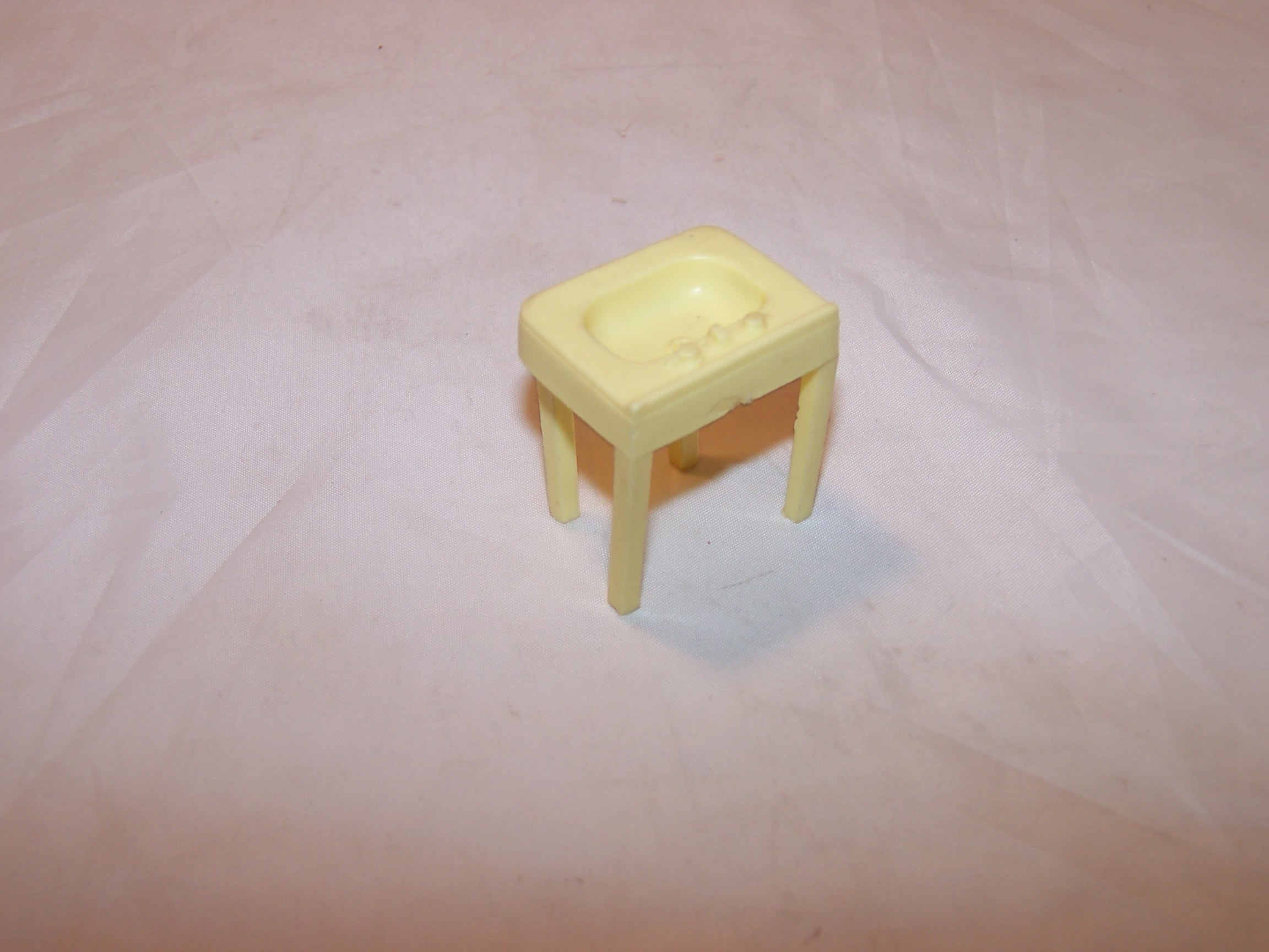 Image 1 of Dollhouse Bathroom Sink, Plastic, Vintage