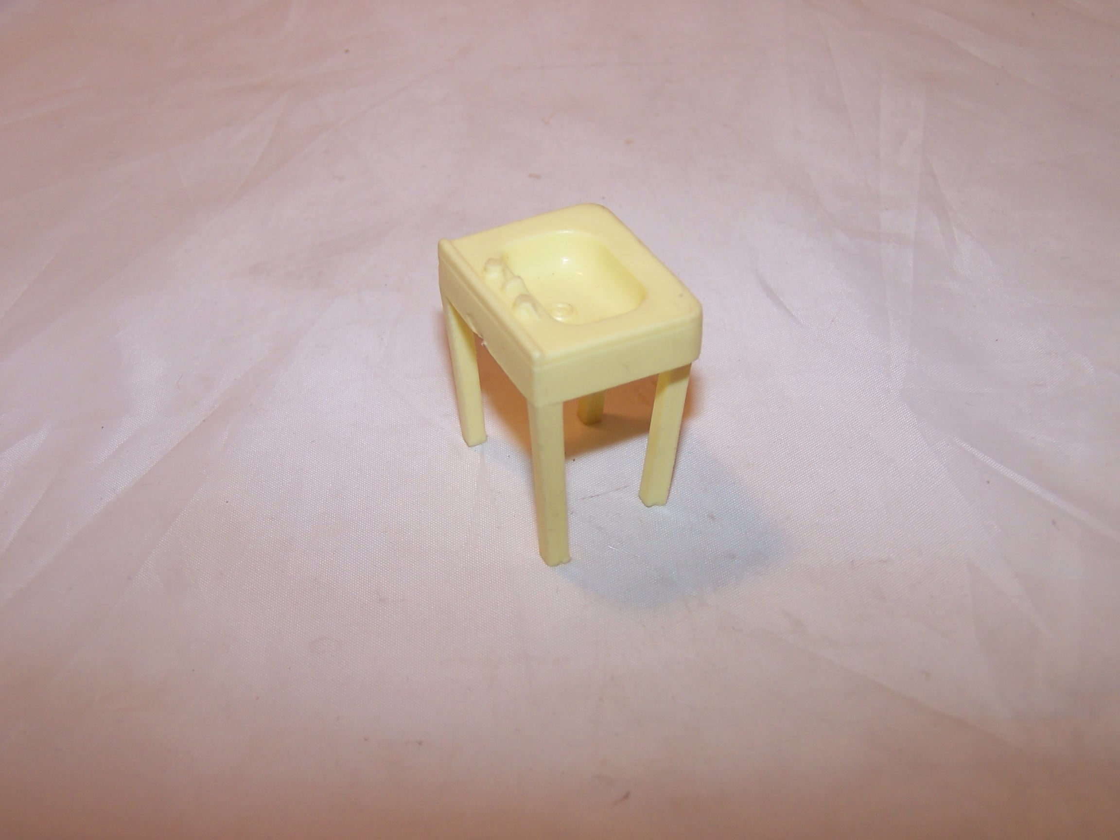 Image 2 of Dollhouse Bathroom Sink, Plastic, Vintage