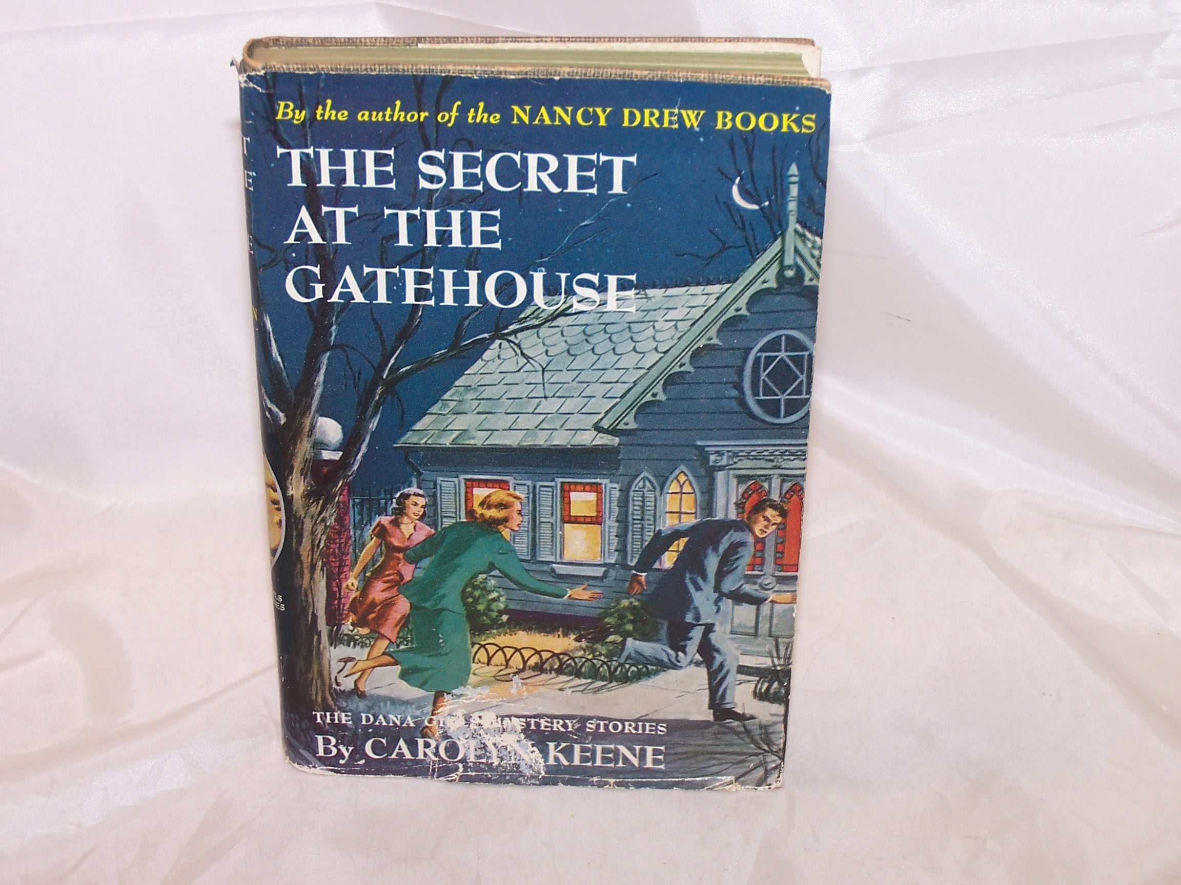 Dana Girls The Secret at the Gatehouse, Carolyn Keene, w Jacket